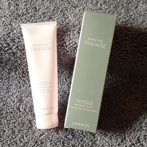 Mary Kay 3D 4-IN-1 CLEANSER  - Normal to Dry Skin